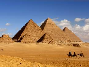 Ägypten Pyramiden Kairo Gizeh Kamele Wüste